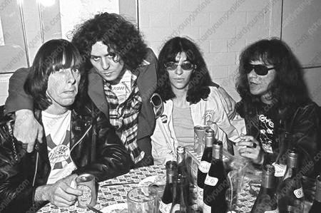 Ramones & Marc Bolan - London 1976 (Photo by BP Fallon)